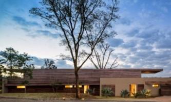 Бразильский дом на берегу озера (фото)