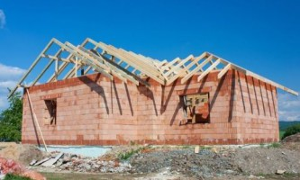 Что выбрать: стены из кирпича или крупных блоков?