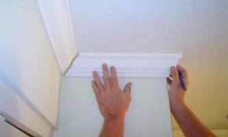 Как делать угол на потолочном плинтусе в домашних условиях