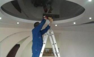 Как правильно ухаживать за натяжными потолками?