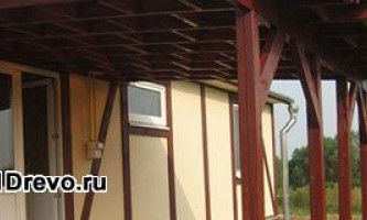 Как пристроить навес к деревянному дому
