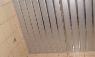 Как сделать алюминиевый реечный потолок своими руками
