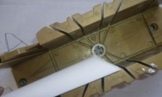 Как сделать углы на потолочных плинтусах — возможные варианты