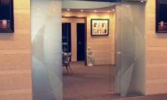 Как выбрать стеклянные раздвижные двери