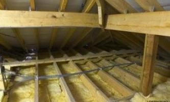 Какой выбрать и как провести монтаж утеплителя для потолка?