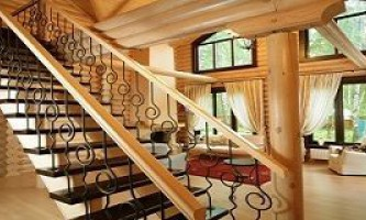 Какую конструкцию лестниц выбрать для дома из оцилиндровки