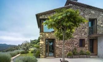Каменный дом в горах барселоны (фото)