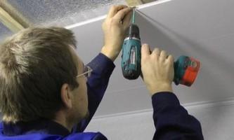 Обсуждаем монтаж потолка и стеновых панелей из пвх своими руками. Как правильно сделать?
