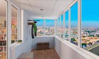 Оформляем балкон: преимущества остекления
