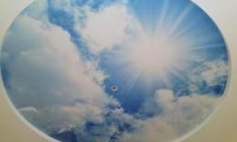 Особенности натяжных потолков небо с облаками