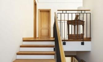 Правила установки лестницы в старом доме