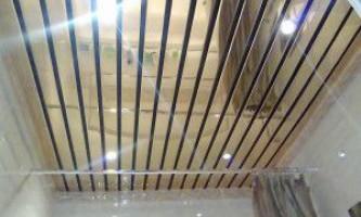 Реечный пластиковый потолок — стильное долговечное покрытие своими руками