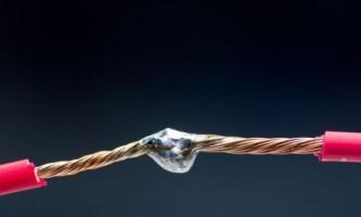 Соединение проводов: крепление с помощью клемм (фото)
