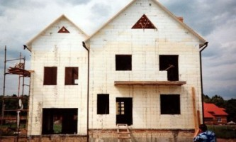 Стены дома из бетона в несъемной опалубке