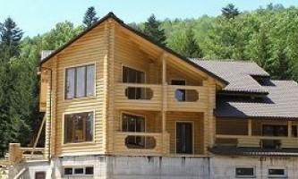Строительство домов из калиброванного бруса: основные характеристики и особенности постройки
