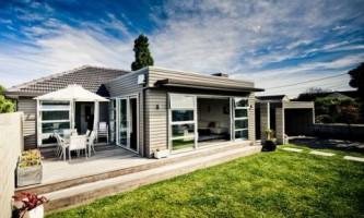 Терраса возле дома: как обустроить