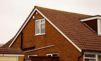 Устройство двухскатной крыши — монтаж своими руками