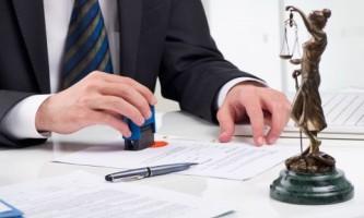 За помощью – к юристу. Что делают нотариусы и адвокаты